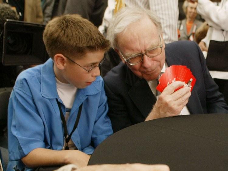 Tỷ phú Warren Buffett tiêu tiền như nào? - ảnh 12