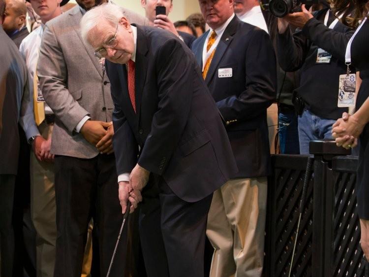 Tỷ phú Warren Buffett tiêu tiền như nào? - ảnh 13