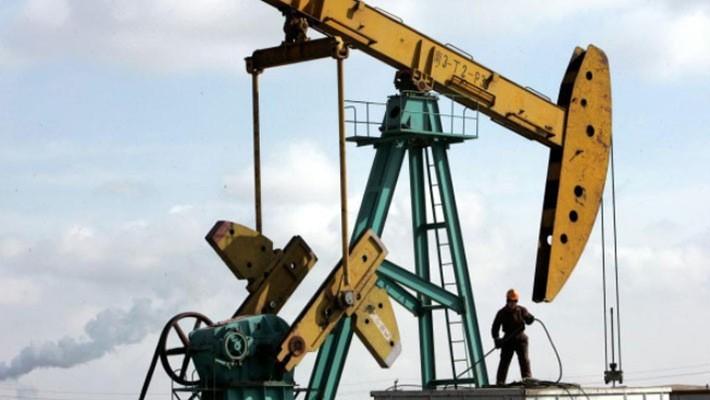Đầu tháng này, giá dầu WTI có lúc lên ngưỡng 76 USD/thùng và giá dầu Brent vượt 85 USD/thùng, mức cao nhất trong gần 4 năm - Ảnh: Reuters.