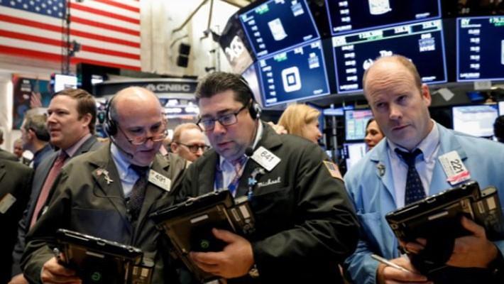 Các nhà giao dịch cổ phiếu trên sàn NYSE ở New York, Mỹ, ngày 17/10 - Ảnh: Reuters.