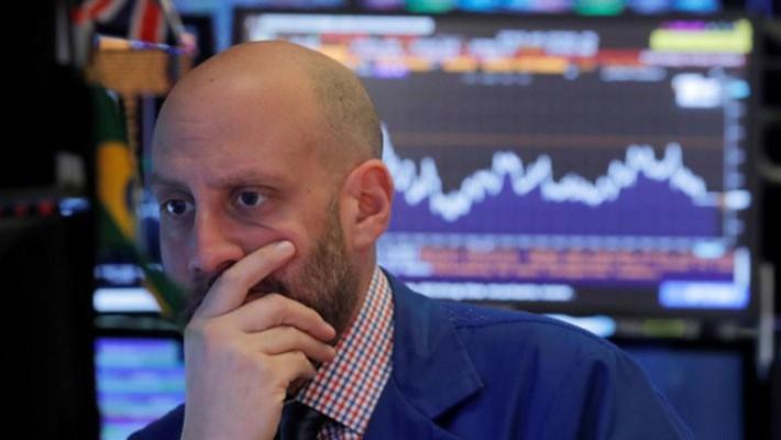 Một nhà giao dịch cổ phiếu trên sàn NYSE ở New York, Mỹ, ngày 23/10 - Ảnh: Reuters.