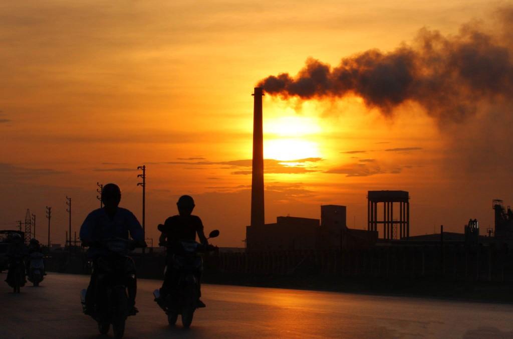 Để tăng nguồn chi cho bảo vệ môi trường, một giải pháp được nhiều quốc gia áp dụng là thuế carbon. Ảnh: Lê Tiên