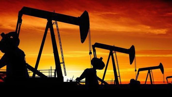 Giá dầu WTI và dầu Brent hiện đều thấp hơn khoảng 11 USD/thùng so với mức đỉnh của 4 năm thiết lập hôm 3/10 - Ảnh: CNBC.