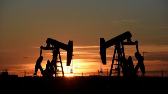 Giá dầu hiện đã giảm 17% so với mức đỉnh thiết lập hồi đầu tháng 10 - Ảnh: Reuters.