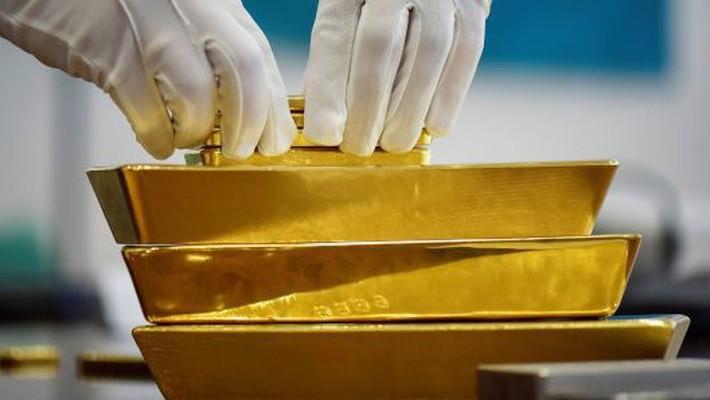 Dù được các ngân hàng trung ương mua mạnh, vàng vẫn giảm giá khoảng 3% trong quý 3 - Ảnh: Reuters/CNBC.