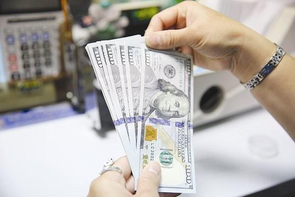 Đô la Mỹ là đồng tiền chiếm tỷ trọng áp đảo trong rổ tiền tệ, đồng thời cũng là đồng tiền dự trữ ngoại hối chủ yếu của Việt Nam. Ảnh: THÀNH HOA