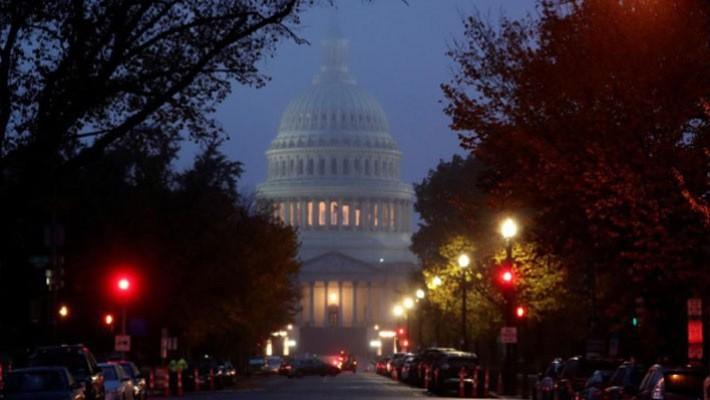 Tòa nhà Quốc hội Mỹ trên Đồi Capitol ở Washington DC sáng sớm ngày 6/11 - Ảnh: Reuters.