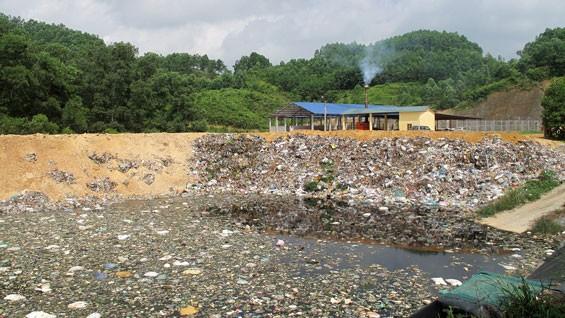 Bãi rác thải huyện Đại Từ. Ảnh: MT st