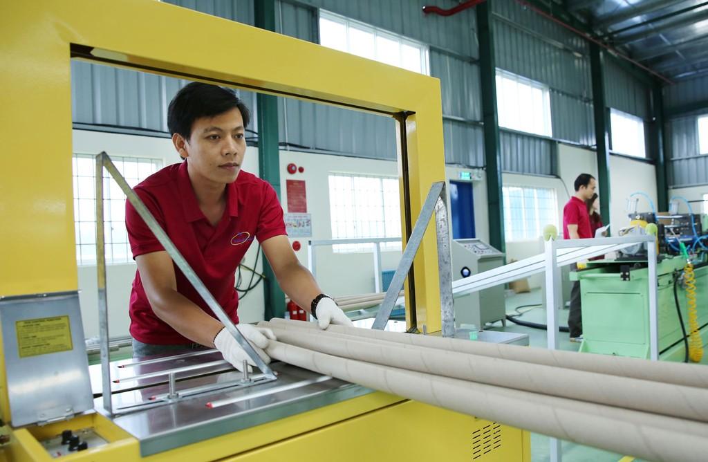Năng lực cạnh tranh của doanh nghiệp nhỏ và vừa Việt Nam vẫn còn thấp. Ảnh: Lê Tiên