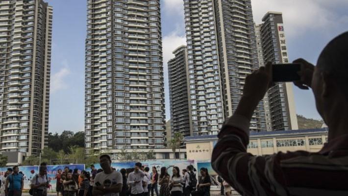 Một giải pháp mà Bắc Kinh có thể sử dụng để ngăn tình trạng đầu cơ nhà là đánh thuế nhà bỏ trống, nhưng đây là một cách không dễ - Ảnh: Bloomberg.