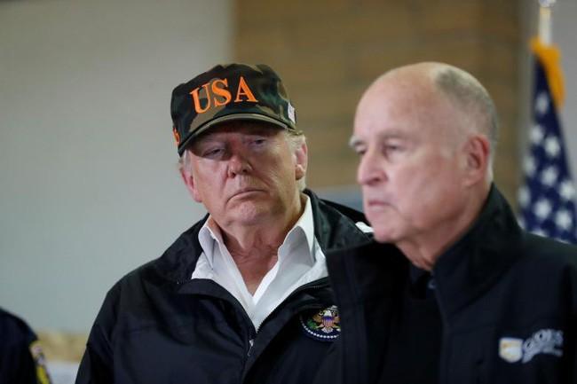 Tổng thống Trump thăm thị trấn Mỹ bị cháy rừng thiêu rụi - ảnh 6