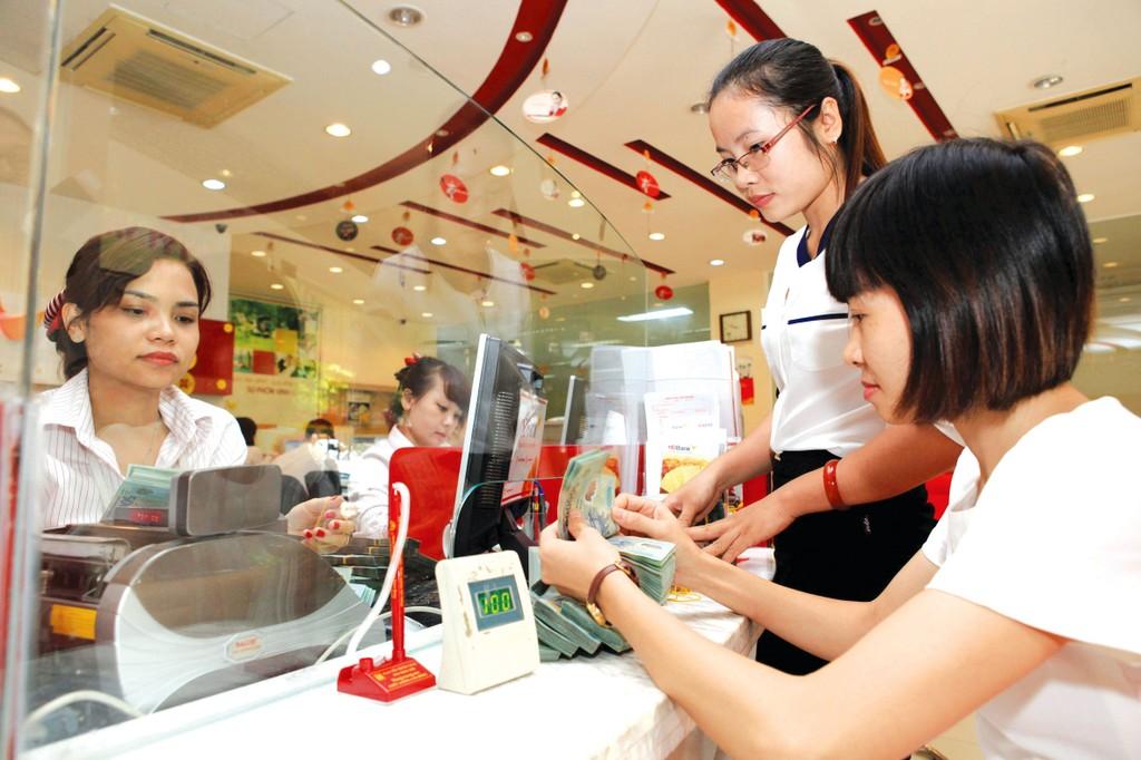 Thị trường đang chứng kiến đợt tăng lãi suất mới của một số ngân hàng. Ảnh: Việt Trần