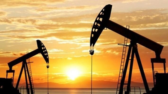 Giới đầu tư đang ngày càng lo ngại rằng nguồn cung dầu sẽ vượt xa nhu cầu tiêu thụ toàn cầu trong năm tới.