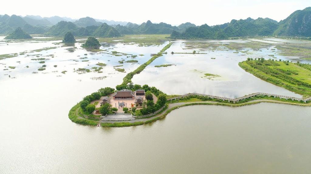 """Khu du lịch Tam Chúc được ví như """"vịnh Hạ Long trên cạn"""". Ảnh: Tiên Giang"""