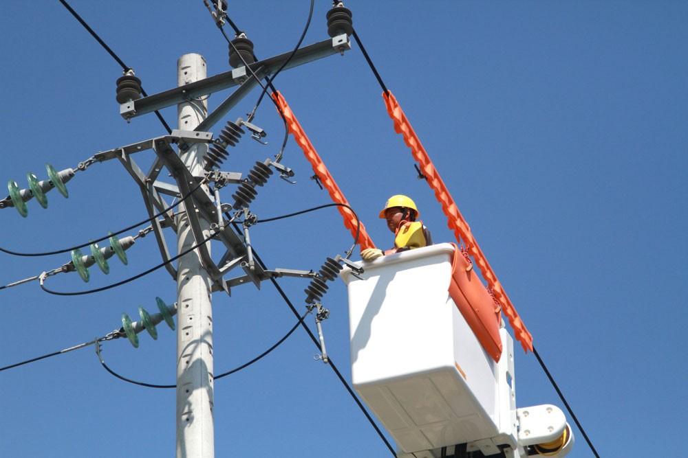 Tỉnh Hà Nam cam kết cung cấp đủ điện 24/24 giờ cho doanh nghiệp. Ảnh: Lê Tiên
