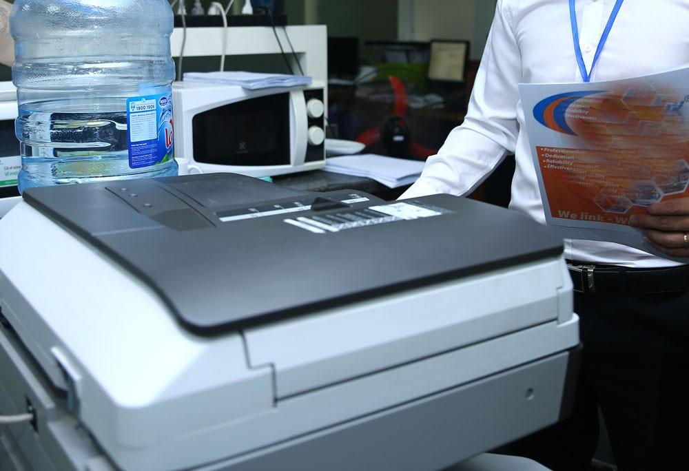 Nhà thầu kiến nghị cho rằng cấu hình của máy photocopy mà đơn vị này chào thầu là vượt trội so với yêu cầu của HSMT. Ảnh: Nhã Chi