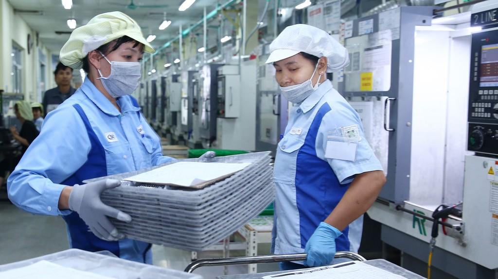 Công nghiệp chế biến, chế tạo thu hút nhiều nhà đầu tư nước ngoài quan tâm nhất với tổng vốn đăng ký 11 tháng đầu năm là 14,2 tỷ USD, với 936 dự án đăng ký mới. Ảnh: Lê Tiên