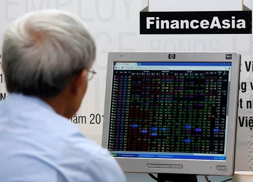 Bảng giá trực tuyến của một công ty chứng khoán. Ảnh:Reuters