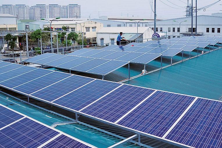 EVN khuyến khích phát triển các dự án điện mặt trời phân tán (trên mái nhà) và dự án điện mặt trời tại các khu vực khả thi về đấu nối. Ảnh: Đức Thịnh