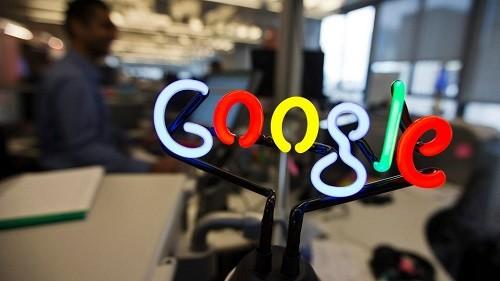 Cổ phiếu của Alphabet - công ty mẹ của Google,và Apple đã xóa hết đà tăng trong năm nay sau đà sụt giảm thời gian gần đây. Ảnh:Reuters