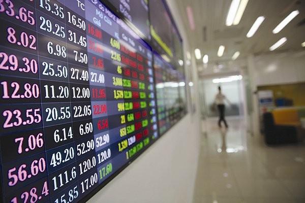 Nếu công ty phát hành trái phiếu làm ăn thua lỗ, phá sản, không trả được tiền cho người mua trái phiếu, thì người mua mất tiền cả gốc và lãi. Ảnh: THÀNH HOA