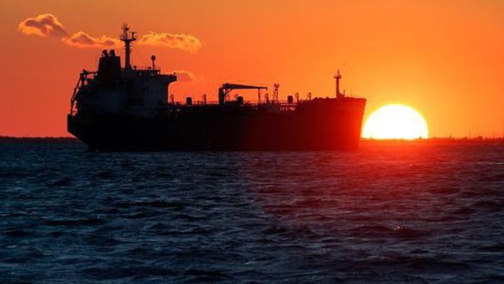 Giá dầu thế giới vẫn đang đối mặt áp lực suy giảm do sự giảm tốc của kinh tế toàn cầu - Ảnh: Getty/CNBC.