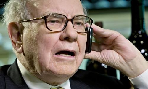 Tỷ phú đầu tư Warren Buffett trong một cuộc phỏng vấn năm 2008. Ảnh:AFP