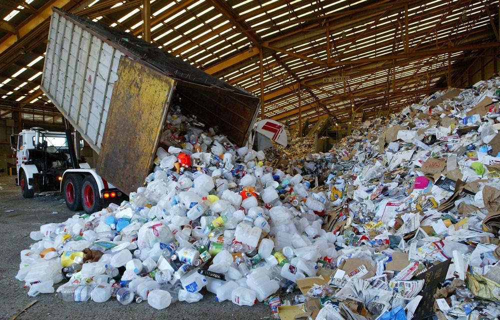 """Mặc dù các gói thầu xử lý rác ở tỉnh Đồng Nai được đấu thầu rộng rãi song trên thực tế, số lượng nhà thầu nộp HSDT rất """"có hạn"""". Ảnh: Hoài Anh"""