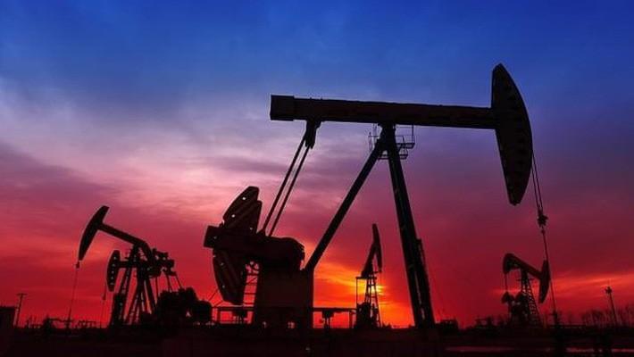 Sụt hơn 7%, giá dầu xuống đáy 15 tháng