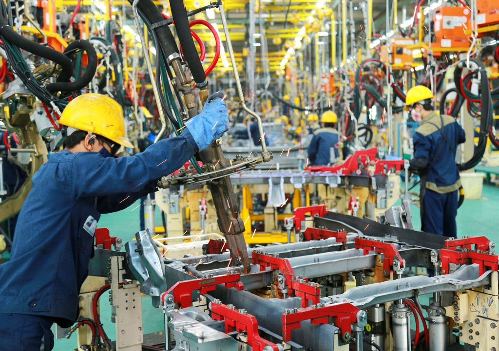 Động lực tăng trưởng chính của kinh tế Việt Nam là ngành công nghiệp chế biến, chế tạo và ngành dịch vụ. Ảnh: Lê Tiên