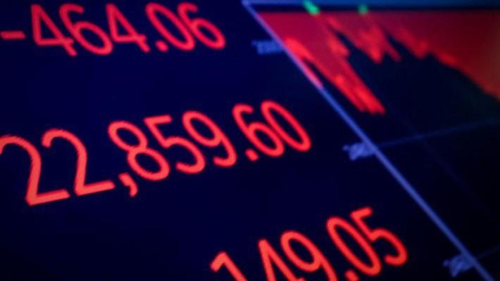 Ảnh chụp màn hình hiển thị chỉ số Dow Jones trên sàn NYSE ở New York sau khi thị trường đóng cửa phiên ngày 20/12 - Ảnh: Reuters.