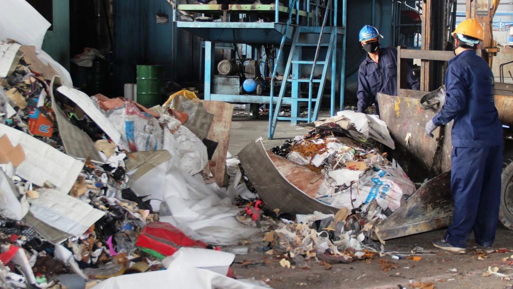 Nhiều địa phương lúng túng trong việc tổ chức đấu thầu lựa chọn nhà đầu tư nhà máy xử lý chất thải. Ảnh: Á Châu