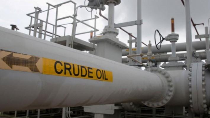 Nhiều yếu tố gây áp lực giảm giá đang đè nặng lên thị trường dầu thô - Ảnh: Reuters.