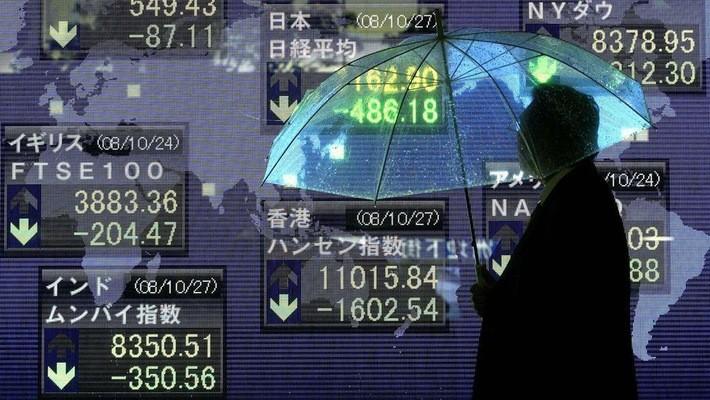 Chứng khoán Nhật đã không thể thoát khỏi đợt sụt giảm này của chứng khoán toàn cầu - Ảnh: Bloomberg.