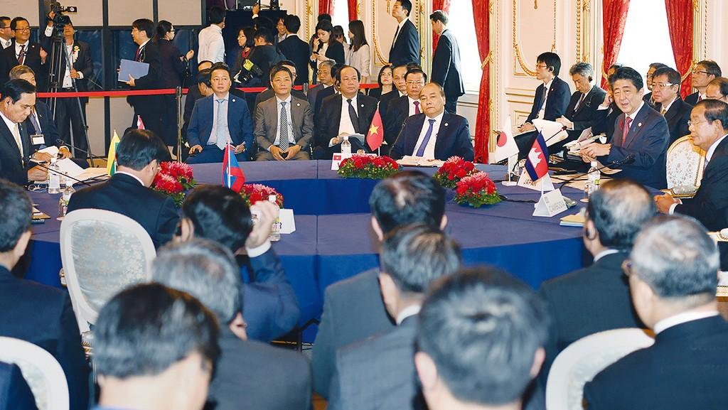 Thủ tướng Nguyễn Xuân Phúc nhấn mạnh, Việt Nam phấn đấu xây dựng môi trường kinh doanh thuận lợi, mang tính cạnh tranh, vươn lên nhóm đầu trong ASEAN và hướng tới tiêu chuẩn cao của Nhóm OECD. Ảnh: Hiếu Nguyễn