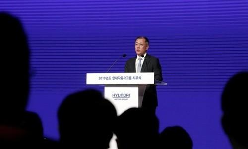 Phó chủ tịch Hyundai Motor - Chung Euisunphát biểu sáng nay. Ảnh:Reuters