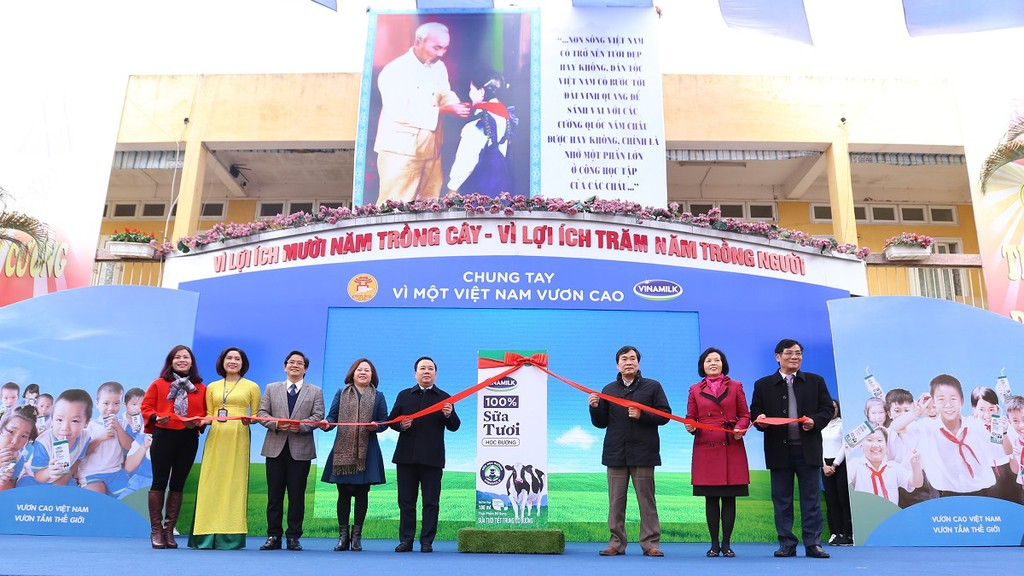 Lễ phát động thực hiện Chương trình Sữa học đường TP. Hà Nội tại Trường Tiểu học Kim Đồng, quận Ba Đình