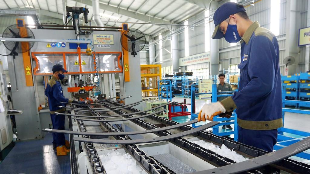Cải thiện thể chế kinh tế và môi trường kinh doanh sẽ giúp nâng cao năng lực nội tại của khu vực kinh tế trong nước. Ảnh: Lê Tiên