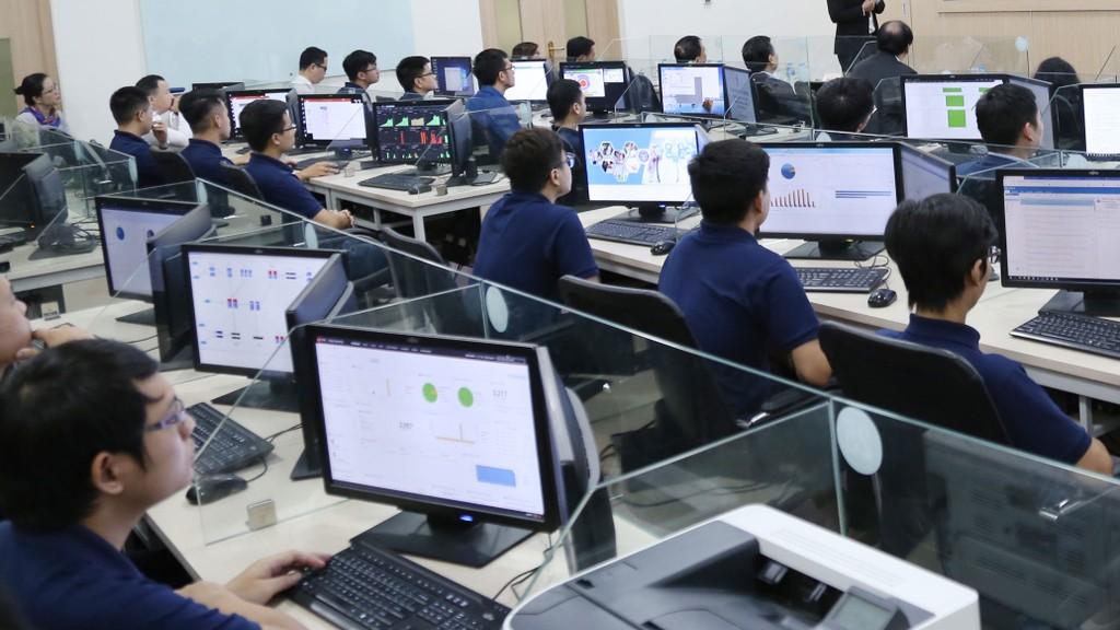 Tỷ lệ giảm giá tại 2 gói thầu mà Công ty CP Đầu tư tin học Đồng Lợi vừa trúng thầu đều đạt trên 10%. Ảnh: Thủy Trần