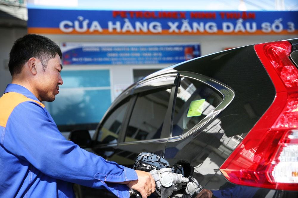 Biến động của giá dầu thô do biến động chính trị thế giới có thể tác động mạnh tới lạm phát của Việt Nam năm 2019. Ảnh: Lê Tiên