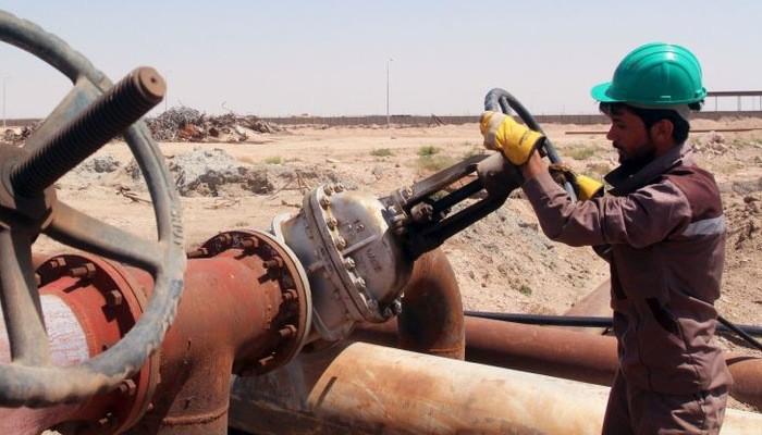 Thị trường dầu lửa toàn cầu vẫn đang bị phủ bóng bởi nỗi lo sự giảm tốc kinh tế sẽ gây suy giảm nhu cầu tiêu thụ dầu - Ảnh: Reuters.