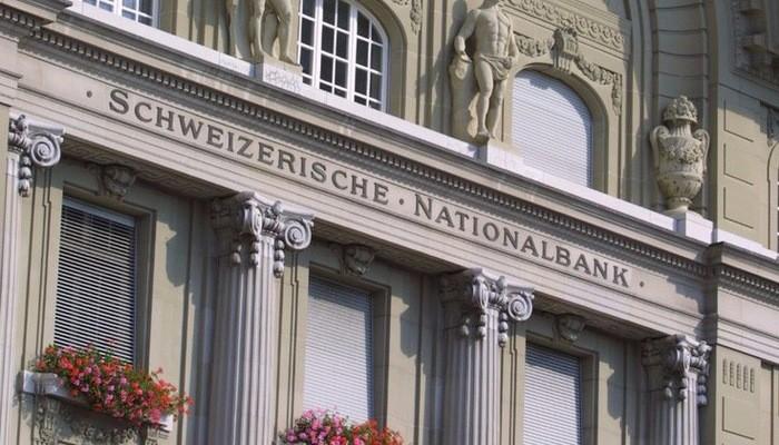 Không giống như ngân hàng trung ương của các quốc gia khác, SNB được niêm yết trên sàn chứng khoán của nước này và cổ đông nắm giữ cổ phiếu của SNB được hưởng cổ tức.