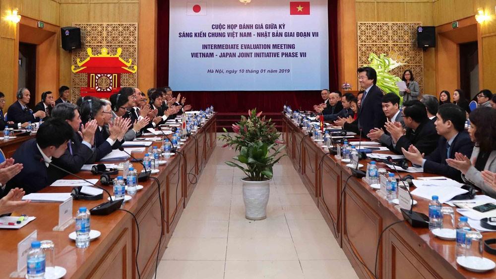 Toàn cảnh cuộc họp đánh giá giữa kỳ Sáng kiến chung Việt Nam - Nhật Bản giai đoạn VII. Ảnh: Trương Gia