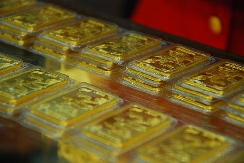 Giao dịch vàng miếng tại một doanh nghiệp trong nước. Ảnh:PV.