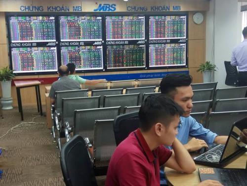 Chứng khoán ngày 11/1: VN – Index vượt thành công mốc 900 điểm. Ảnh: Văn Giáp/BNEWS/TTXVN
