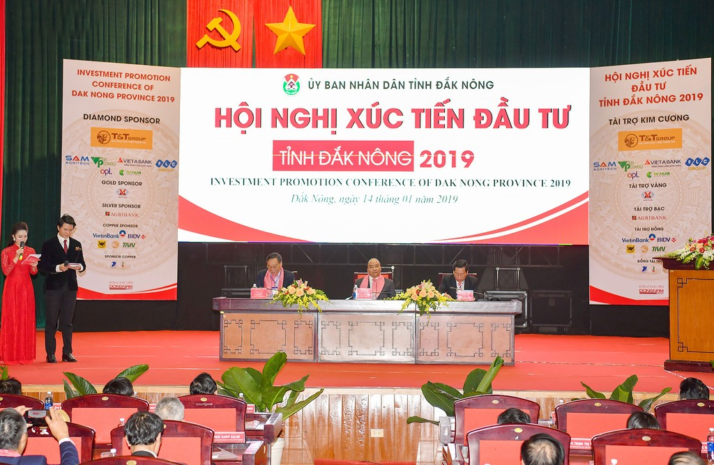 Thủ tướng Chính phủ Nguyễn Xuân Phúc dự Hội nghị Xúc tiến đầu tư Đắk Nông. Ảnh: Hiếu Nguyễn