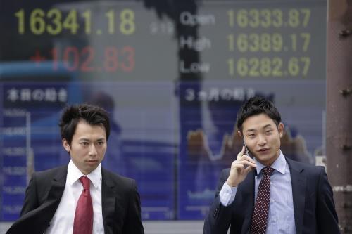 Chứng khoán châu Á tăng điểm khá mạnh ngày 18/1. Ảnh minh họa: EPA/TTXVN