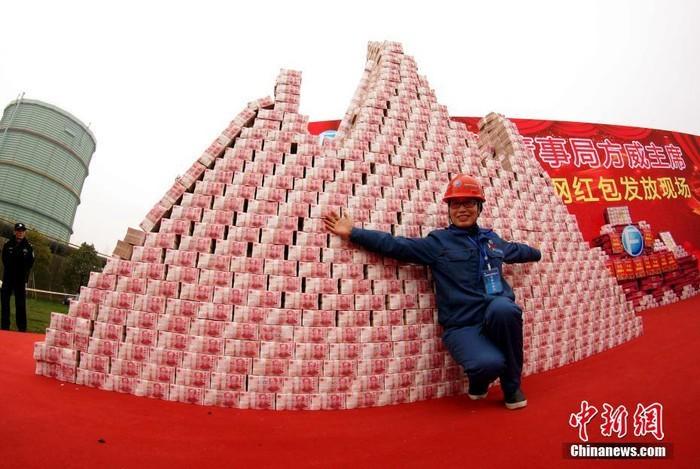 Choáng với tiền thưởng Tết chất thành 'núi' của công ty Trung Quốc - ảnh 3