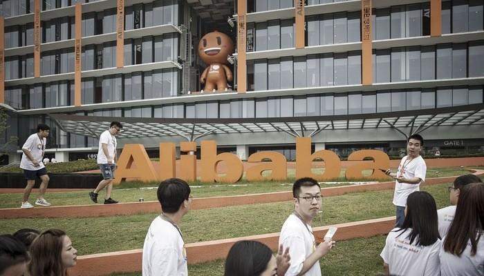 Kinh tế Trung Quốc giảm tốc, Alibaba tính hoãn tuyển dụng, tiết kiệm đi lại
