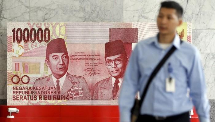 Đồng Rupiah của Indonesia được cho là đối mặt nhiều rủi ro tỷ giá do nước này có thâm hụt cán cân vãng lai - Ảnh: Nikkei.